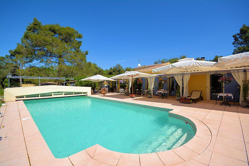 Bed & Breakfast mit Pool in Menerbes im Luberon